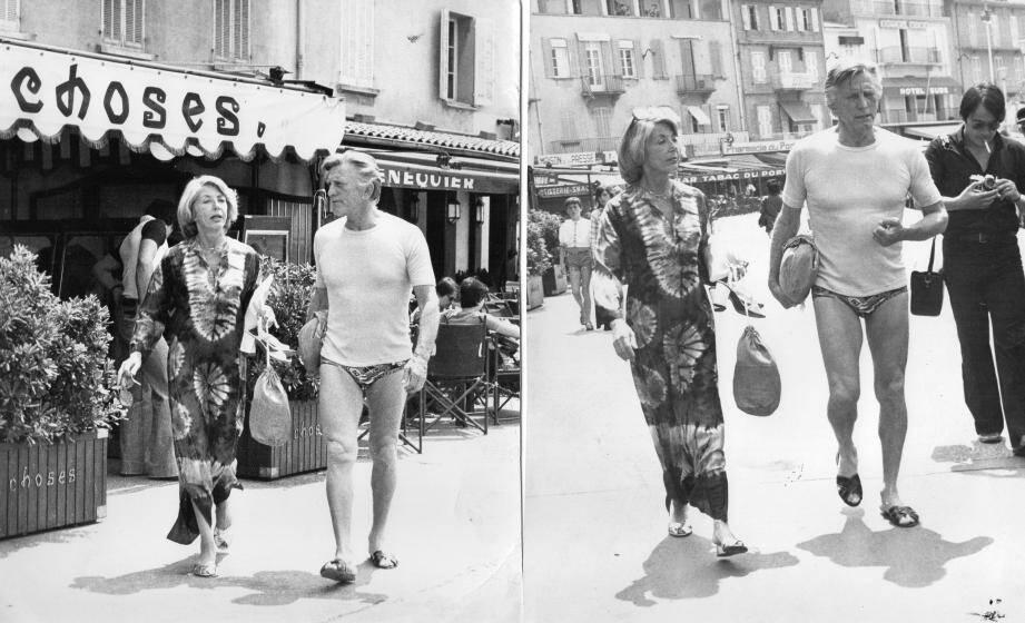 Sur le port de Saint-Tropez dans les années 70 avec son épouse Anne Buydens.