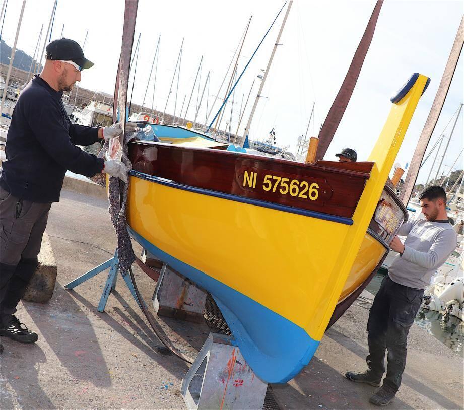 Après plusieurs semaines de soins intensifs, trois pointus exceptionnels par la qualité de leur restauration viennent d'être mis à l'eau au port départemental de la Darse, à Villefranche-sur-Mer.