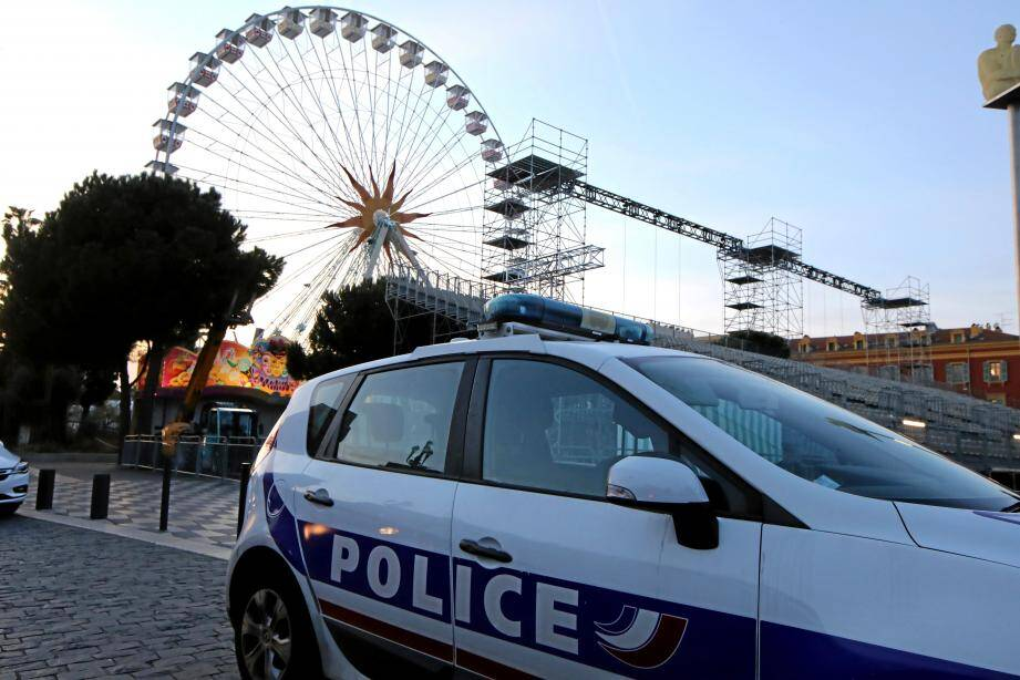 Quelques heures après le drame,dimanche, des policiers surveillaientle site où s'est passé le drame.
