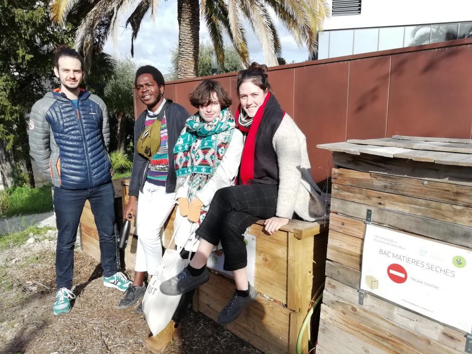Léo, Chlayde, Eve et Mélissa partagent leurs bons plans pour réduire leur budget étudiant.