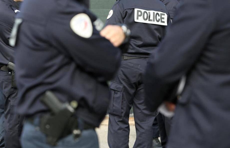 Des policiers en intervention.