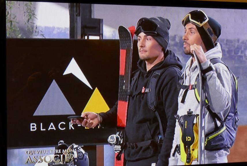 """Venus vêtus de vêtements de ski, snowboard à la main, les frères Sylvain et Rémi Garnerone ont joué le tout pour le tout lors de leur passage dans l'émission """"Qui veut être mon associé"""", créant un sacré suspense."""