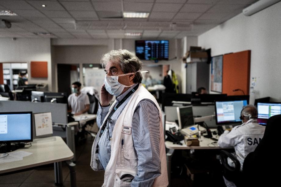 Dans le centre des appels d'urgence de l'hôpital Edouard Herriot à Lyon, le 19 mars 2020