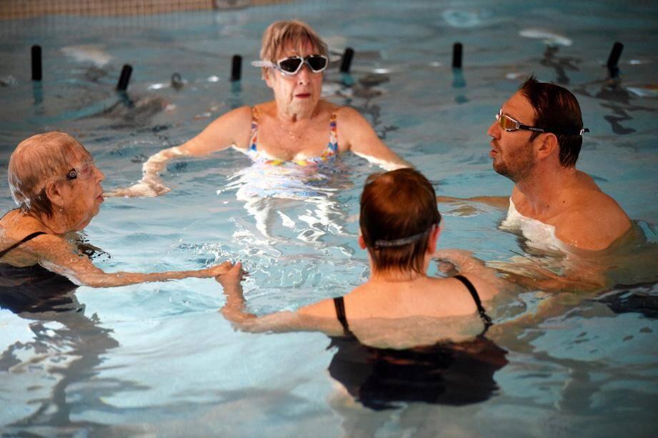 Les pensionnaires de la résidence Domitys ont pris un malin plaisir à faire trempette aux côtés du double champion olympique de natation, Alain Bernard.