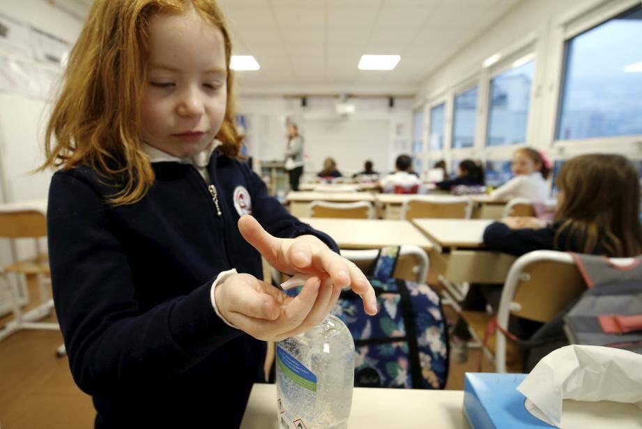 Dans toutes les écoles, des flacons de gel hydroalcoolique ont été mis en place pour que toutes les règles d'hygiène soient respectées.