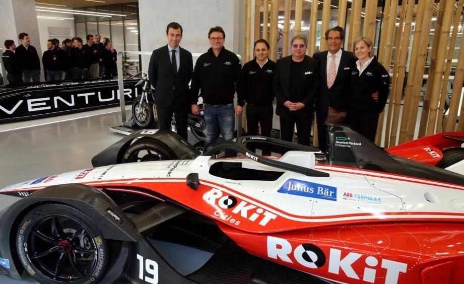 Le patron du groupe Venturi, Gildo Pastor, entouré notamment de Susie Wolff, la boss de l'écurie de Formule E Rokit Venturi Racing, et du pilote brésilien Felipe Massa.