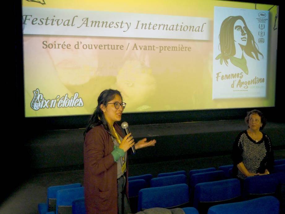 Laura Tapia et Dominique Gionni-de-Rigal, toutes deux membres d'Amnesty international, ont animé le débat sur le droit à l'avortement.