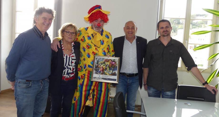 Philippe Lebrun et Cyril Franche (à droite) ont reçu le prix « Bormes ville connectée » pour leur char « le sommet de Rio » (à d.) plébiscité par les internautes.