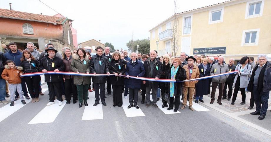 Le ruban bleu blanc rouge a été coupé, inaugurant la rue Etienne-Curti après son aménagement et embellissement.
