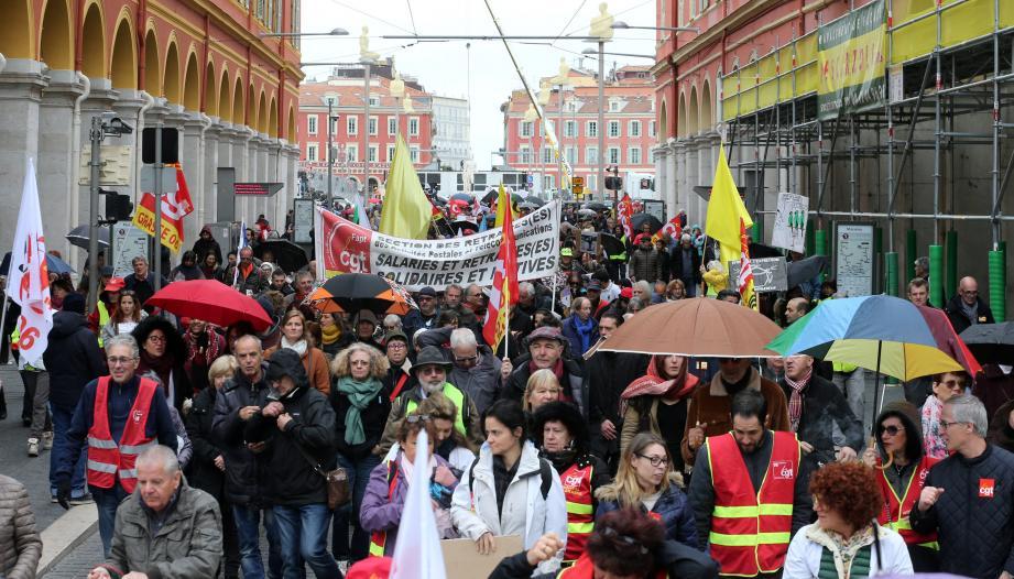 Les manifestants (1 500 selon les organisateurs, 450 selon la police) ont rejoint les étudiants, les enseignants et les chercheurs.