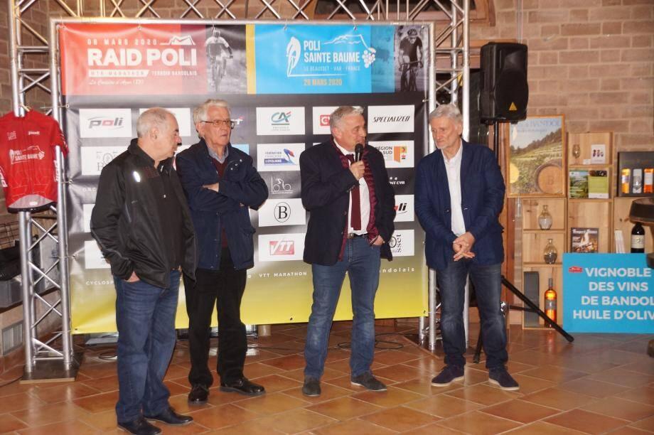 De gauche à droite : M. Poli, sponsor principal, René Jourdan, maire de la Cadière, Francky Lapierre, adjoint aux sports du Beausset et Robert Beck.(Ph DR)