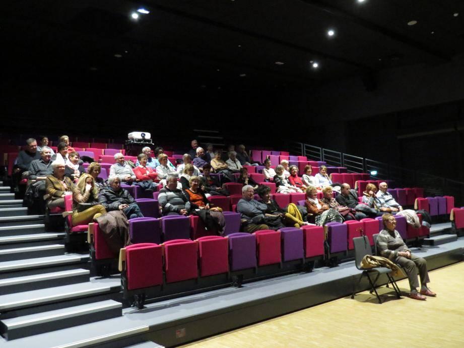 Plus de 40 personnes assistaient à cette ciné-conférence, placée sous l'égide de Connaissance du Monde.