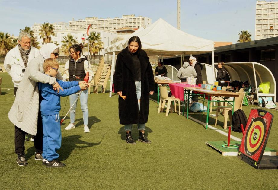 Entre autres activités sur le stade Januzzi, le tir à l'arc développe le sens de la concentration pour les plus jeunes.
