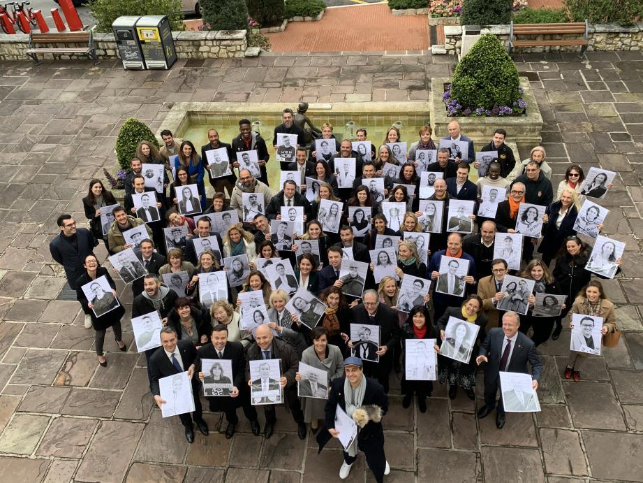 Les différentes personnes ayant collaboré au projet étaient présentes hier matin, photos en main.