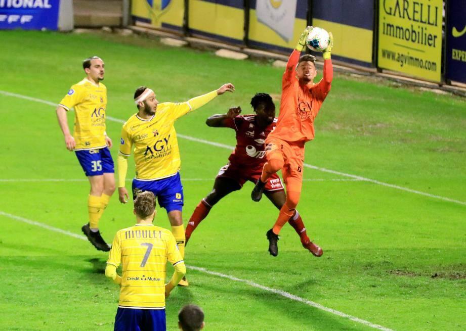 Andreani et la défense toulonnaise ont encore cédé deux fois à la reprise. Une bien mauvaise opération comptable pour le Sporting...