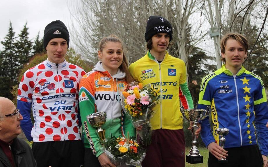 Marc, à droite, sous les couleurs de l'Union Cycliste Grimaudoise, sur le podium pour sa 1ère course.