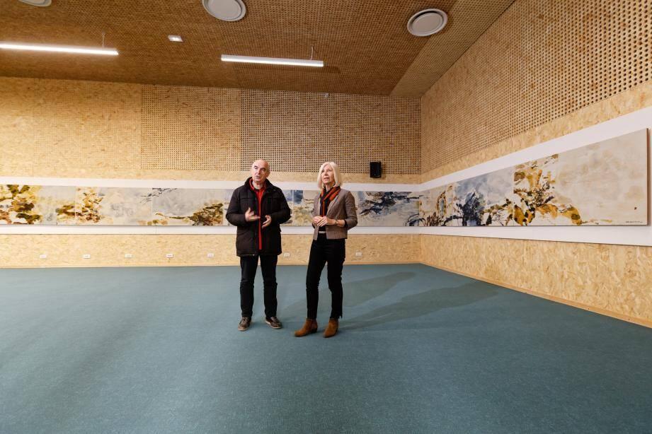 Composée de neuf panneaux, cette fresque est, à ce jour, la plus grande œuvre connue de ce géant de la peinture contemporaine. Posant devant elle, Marie-Claude et Bernard Argiolas, de l'association les Amis de La Seyne ancienne et moderne, à l'origine de cette exposition événement.