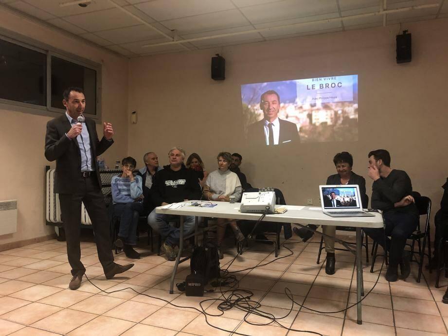 La salle des fêtes du Broc était pleine pour la première réunion publique du (seul et unique) candidat, Philippe Heura.