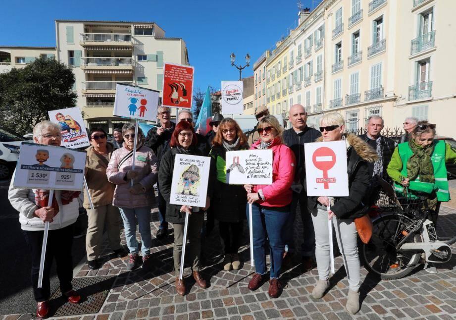 Des militants et sympathisants de gauche se sont réunis hier pour défiler dans le centre ville à l'occasion de la journée internationale des femmes.