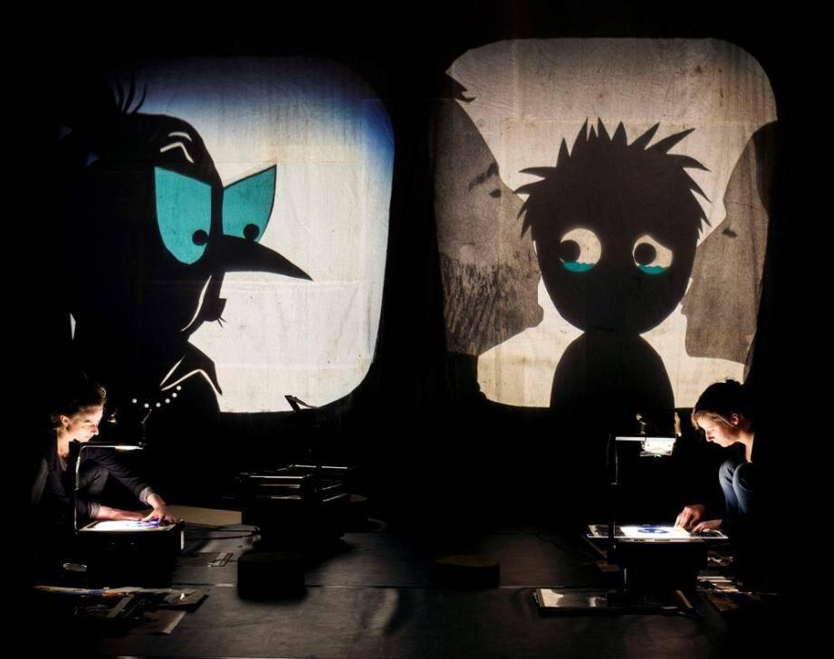 Ce théâtre d'ombres tente de trouver des réponses à quelques-unes des peurs enfantines.