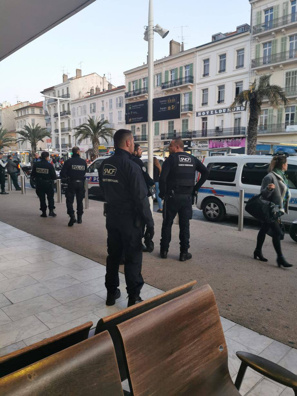 Gros dispositif policier (polices nationale et municipale), ainsi que d'agents de surveillance SNCF) samedi après-midi à la gare pour accueillir une bande de jeunes soi-disant prêts à en découdre. DR