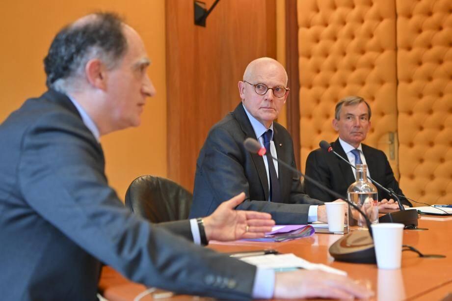 Jean Castellini, Serge Telle et Didier Gamerdinger ont présenté les grandes lignes des nouvelles restrictions, ainsi que les mesures d'accompagnement.