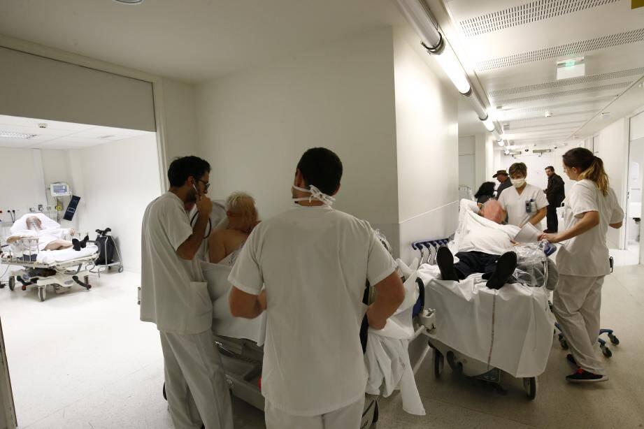 Les stocks de masques sont au plus bas à l'hôpital de Toulon. Illustration.