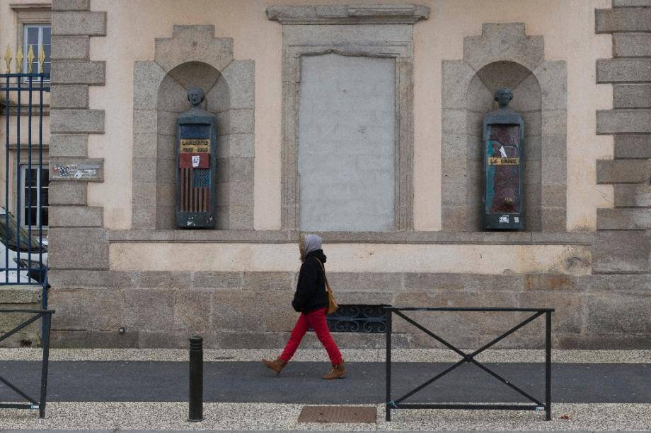 """La préfecture du Puy-en-Velay restaurée après un incendie qui aurait été provoqué par quatre membres du mouvement des """"gilets jaunes"""" en décembre 2018, photo du 8 mars 2020"""