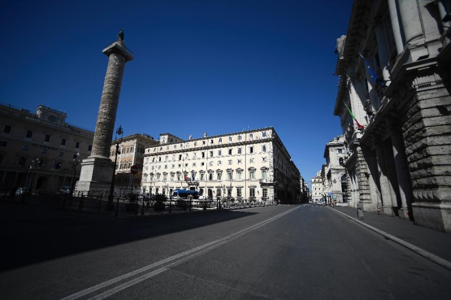 Les rues désertes de Rome, ici la Via del Corso, près du Palais Chigi, le 16 mars 2020