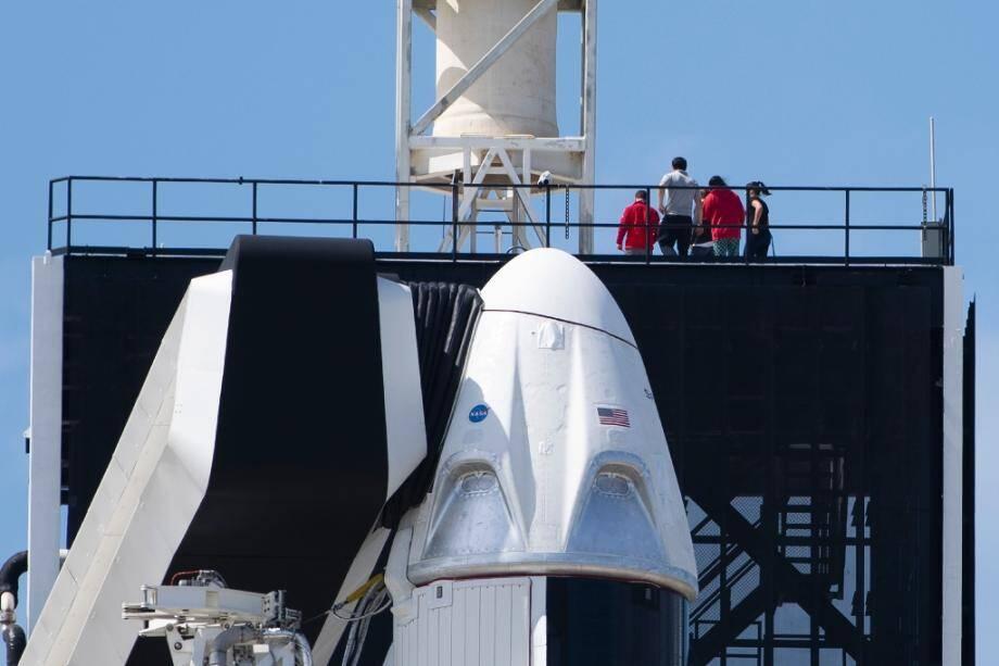 Une capsule Crew Dragon au sommet d'une fusée Falcon 9 de Space X, le 1er mars 2019 au Centre Spatial Kennedy, en Floride