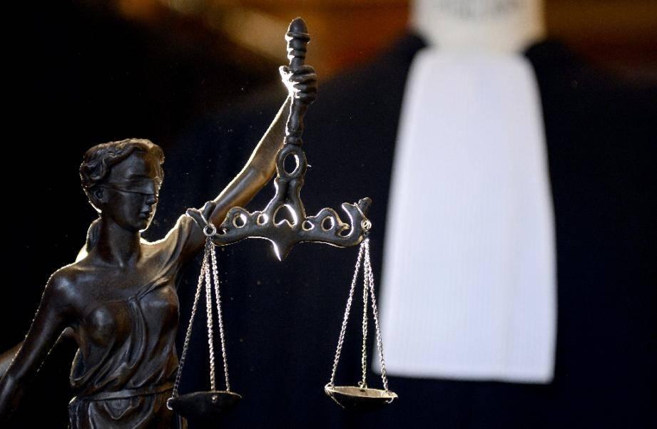 """""""Une punition de l'homosexualité"""": aux assises de Bobigny, l'avocate générale a requis vendredi une peine de 15 ans contre l'auteur d'un viol d'une extrême brutalité sur une jeune lesbienne."""