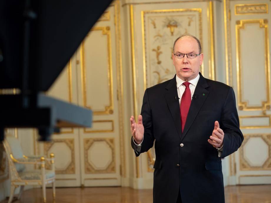 Le prince Albert II lors de l'enregistrement de son allocution, hier dans le salon des Glaces du Palais princier.
