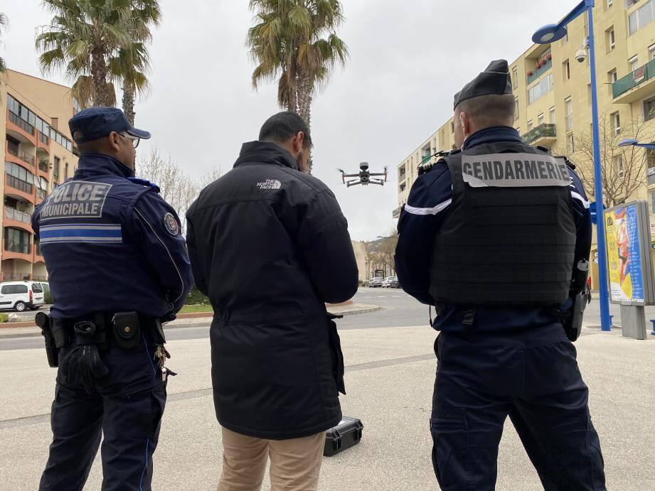 Légende : 200 personnes ont été contrôlées en deux heures, à Carros le neuf.