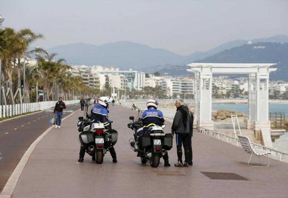 Contrôles de prévention sur la Promenade des Anglais à Nice.