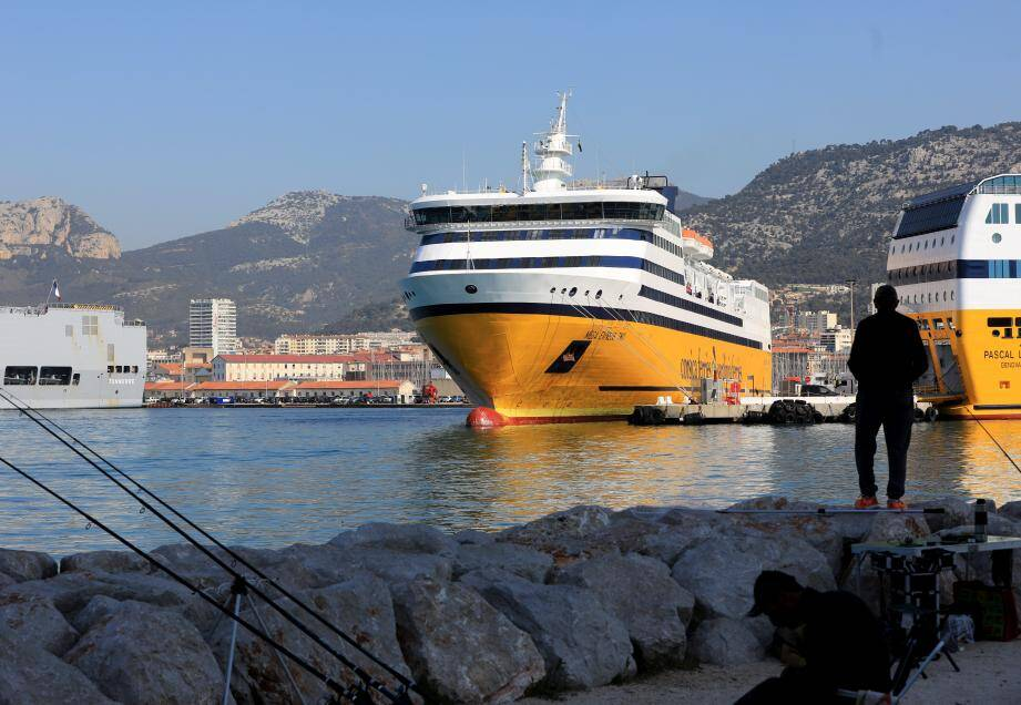 Le Méga Express 2 de la Corsica Ferries dans le port de Toulon (photo d'illustration).
