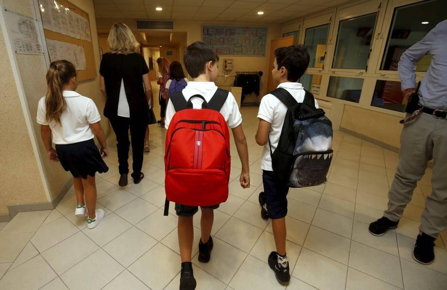 Les élèves ne pourront pas voyager pour l'heure, jusqu'à la fin du mois d'avril.