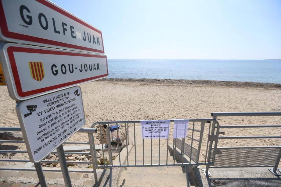 Golfe-Juan est la première commune à avoir fermé l'accès à ses plages.