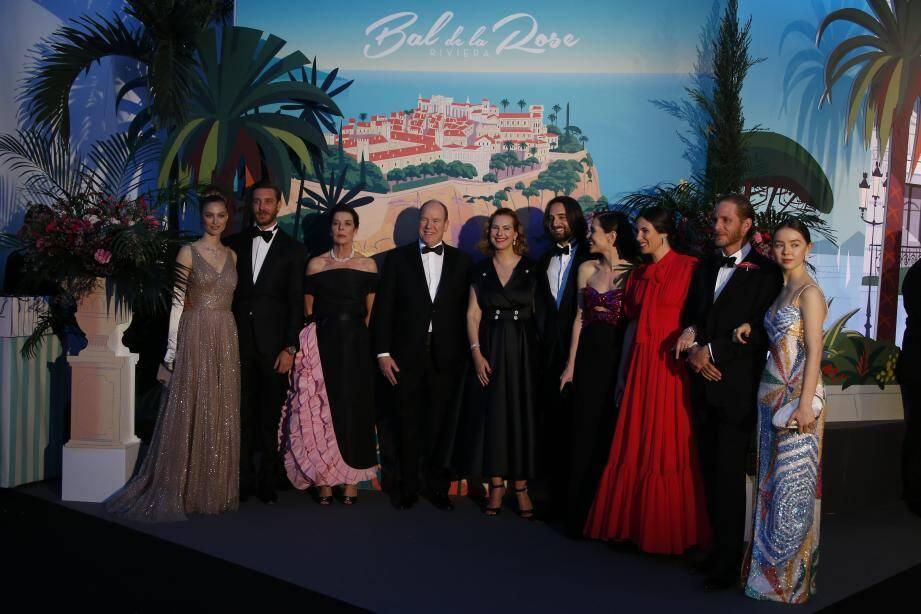 L'an dernier, sur le thème de la Riviera, le bal avait été présidé par le souverain accompagné par la princesse Caroline et ses quatre enfants.