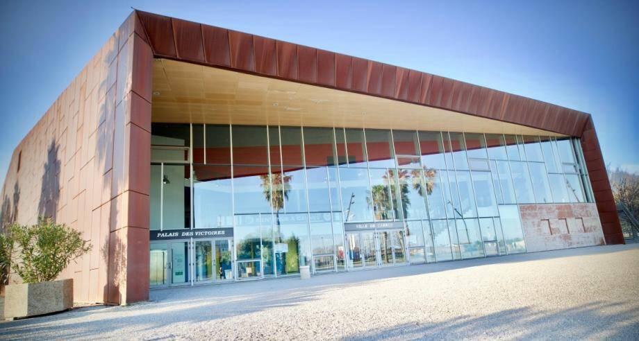 Le Palais des Victoires (ci-dessus) et les palais des congrès de Cannes et de Mandelieu vont soulager les hôpitaux.