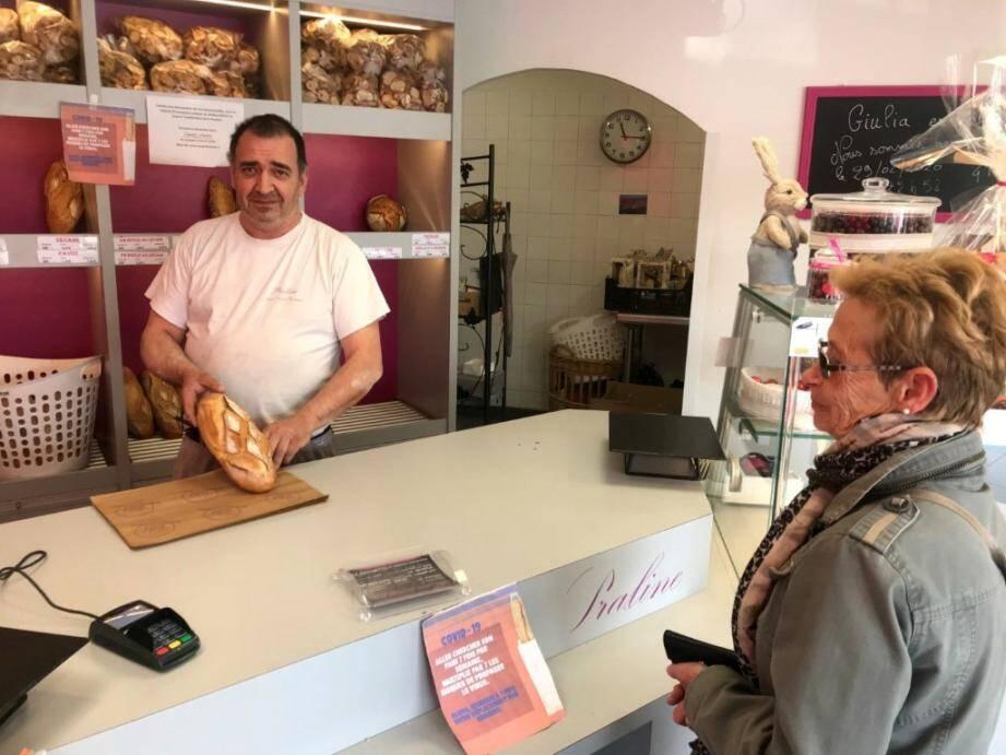 Le boulanger-pâtissier a choisi de confectionner des pains de 400 grammes minimum.