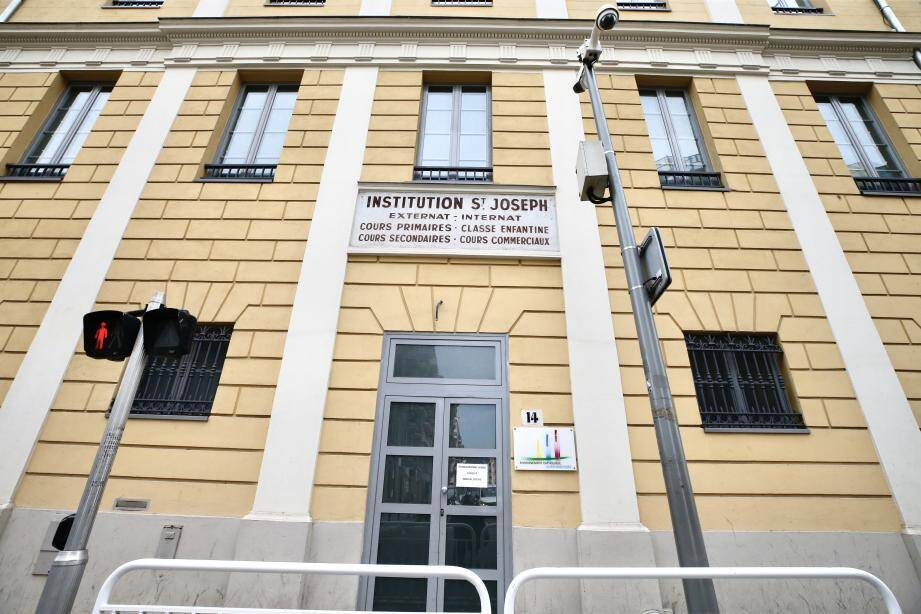 Depuis ce matin mardi, l'Institut Saint-Joseph à Nice a fermé ses portes en raison de cas de suspicion de Covid-19 parmi le personnel.