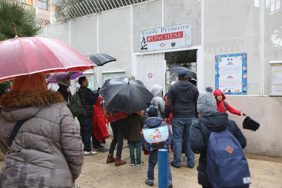Visite du maire de Nice, Christian Estrosi, à l'école Ronchese pour les mesures de sécurité contre le coronavirus.