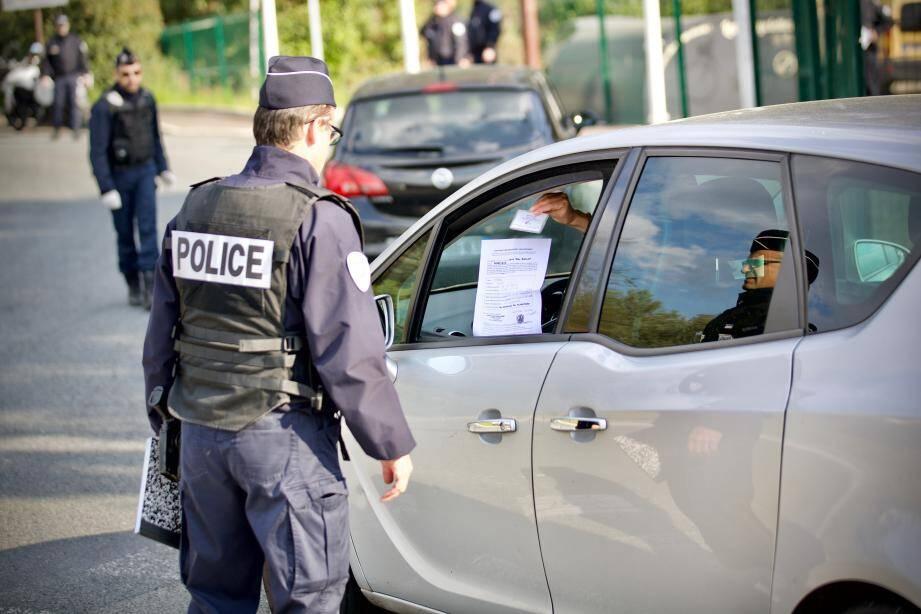 Lors d'un contrôle de police pendant le confinement à Grasse.