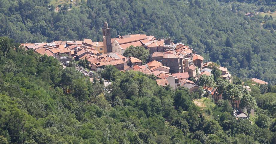 A Belvédère, dans le haut-pays niçois, le maire fraîchement réélu, propose depuis mardi de faire le lien avec la pharmacie la plus proche, située au village voisin de Roquebillière.