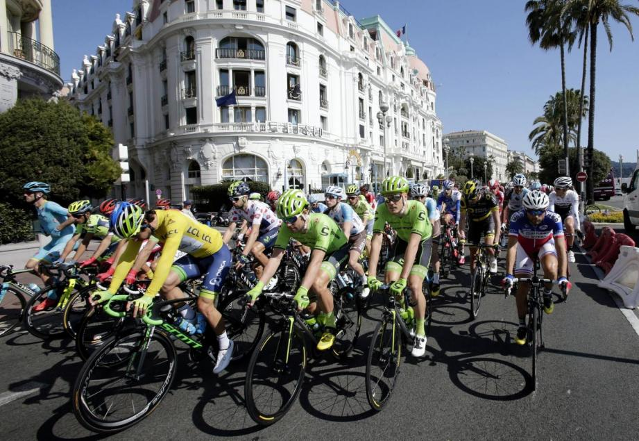 La course cycliste Paris-Nice.