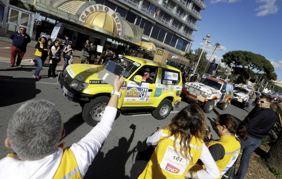 Le départ du Rallye des Gazelles du Maroc sur la Promenade des Anglais en 2018.