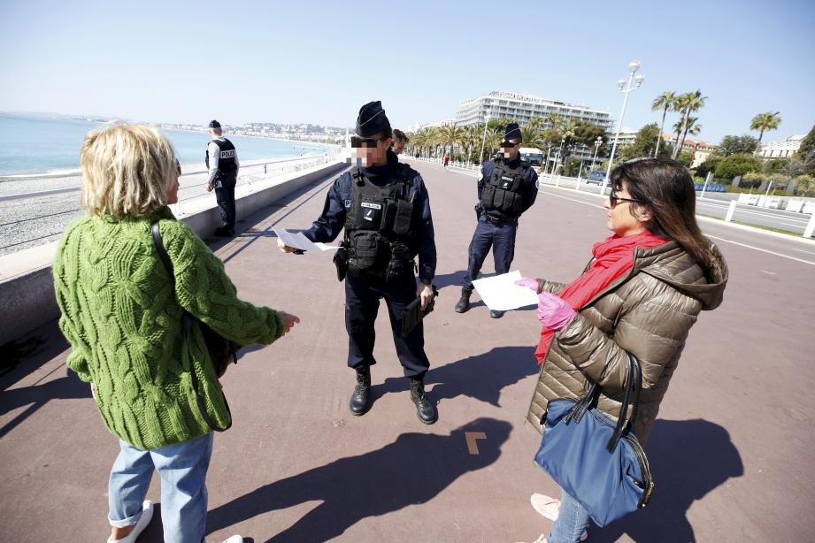 Image d'illustration.  March 18th 2020 - France - situation of the COVID-19 outbreak, caused by the novel coronavirus, that people from 17 March 2020 at noon circulating on France's streets will have to justify, on request, the reason to leave their home. Promenade des Anglais may be closed as people keep on sunbathing (MaxPPP TagID: maxmatinnews460239.jpg) [Photo via MaxPPP]