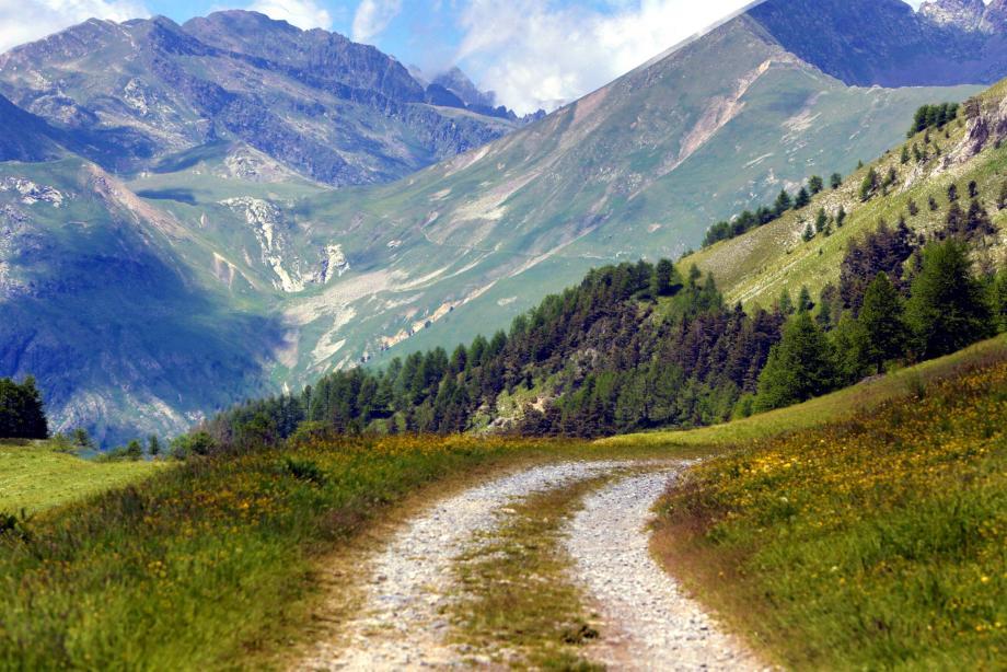 Parc du Mercantour photographié depuis le col d'Agnellino qui domine le petit village de Casterino à plus de 2.000m d'altitude.
