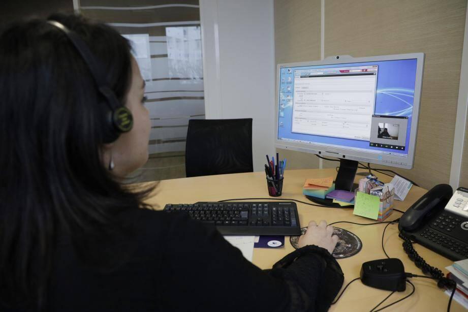 Outre l'assistance téléphonique au 3949, les demandeurs d'emploi peuvent trouver des réponses sur la FAQ du site de Pôle Emploi.