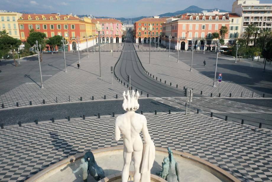 Les rues de Nice, vide de ses habitants - et de ses touristes